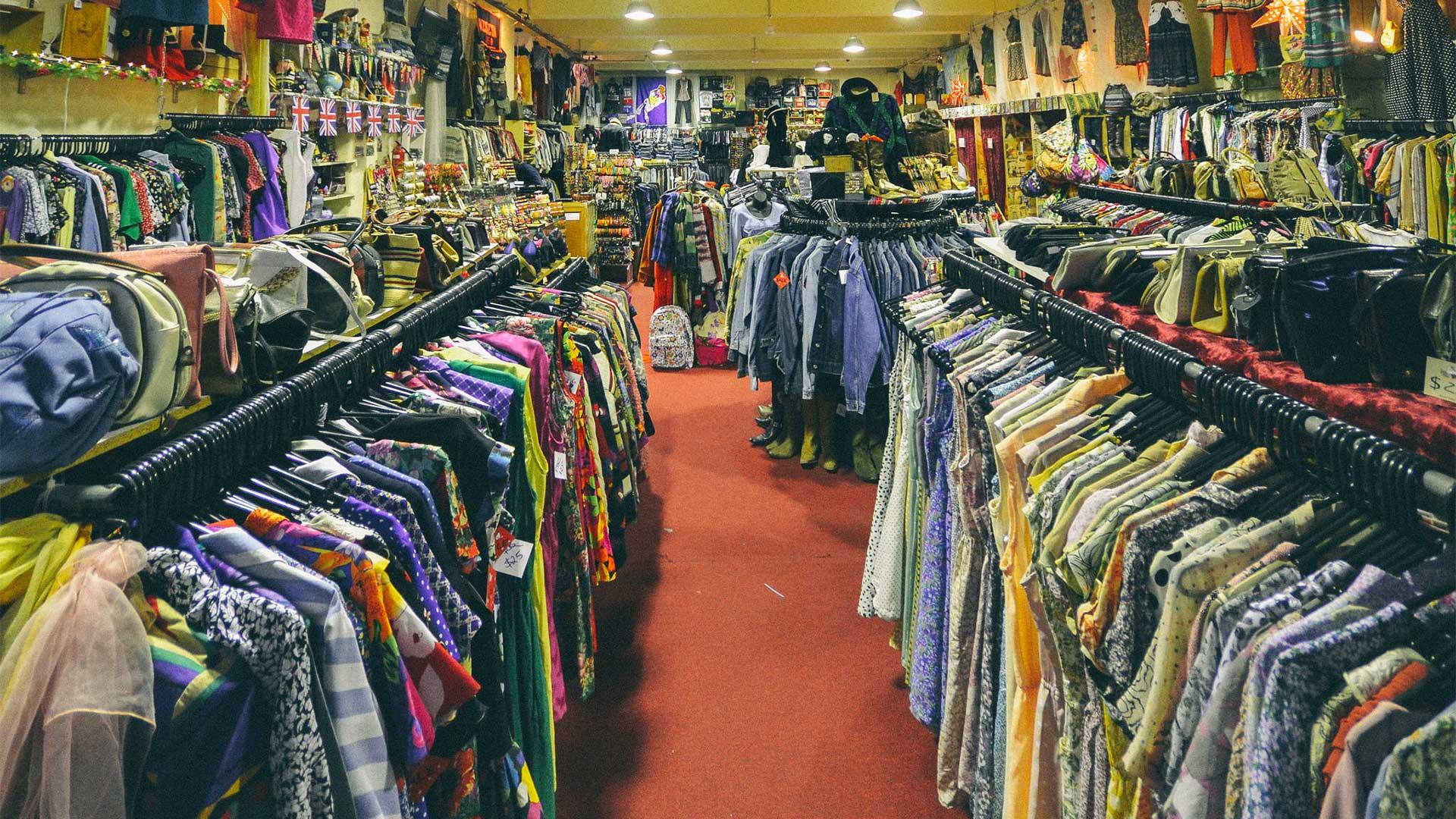 5 Tiendas Con La Ropa Más Barata De Barcelona Esci Upf News